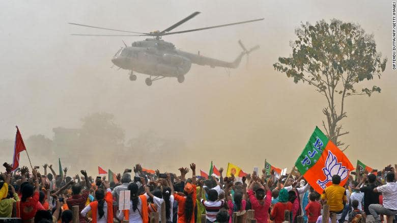 Ricos y famosos huyen de la India en vuelos privados por la grave crisis sanitaria
