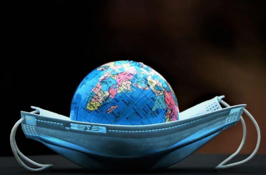 Casos semanales de COVID bajan un 14% en el mundo pero aumentan en América