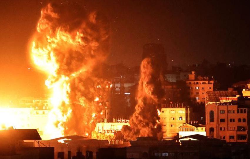 Israel bombardea desde tierra y aire a Gaza