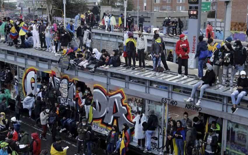 Colombia al menos diez muertos en protestas a un mes del estallido social