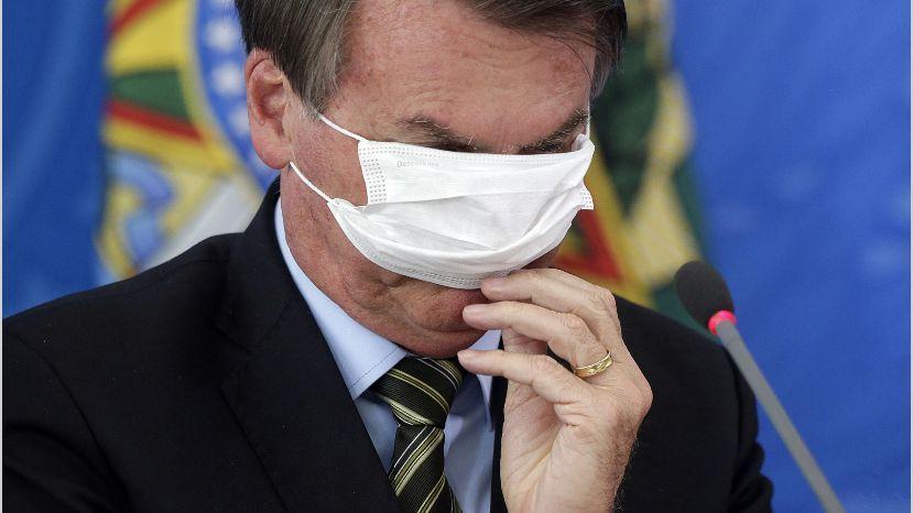 Brasil cerca a las 450.000 muertes por la pandemia