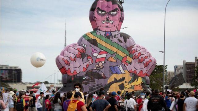Protestas contra Bolsonaro el país registra 2000 muertos por día
