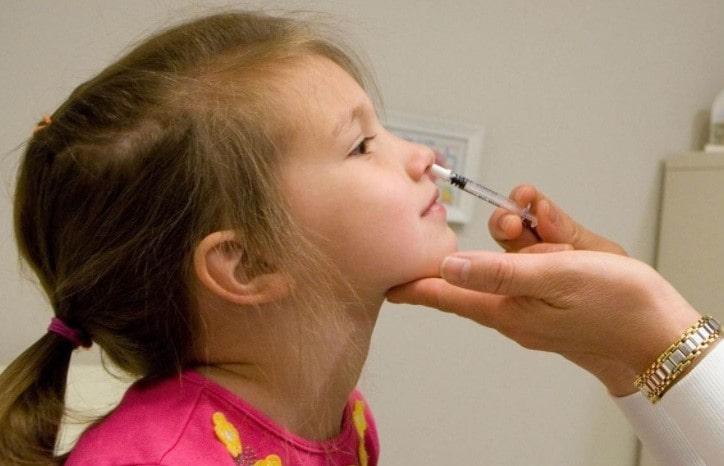 Rusia prueba vacuna en aerosol para niños