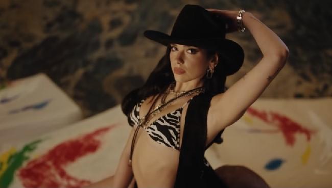 """Dua Lipa lanza nueva canción """"Love Again"""" con un baile country"""