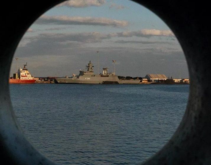 Buque ruso efectuó disparos de advertencia a un destructor británico