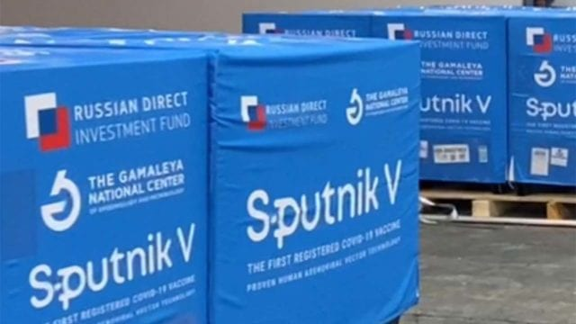 Llega a México sustancia activa para envasar vacuna SputnikV