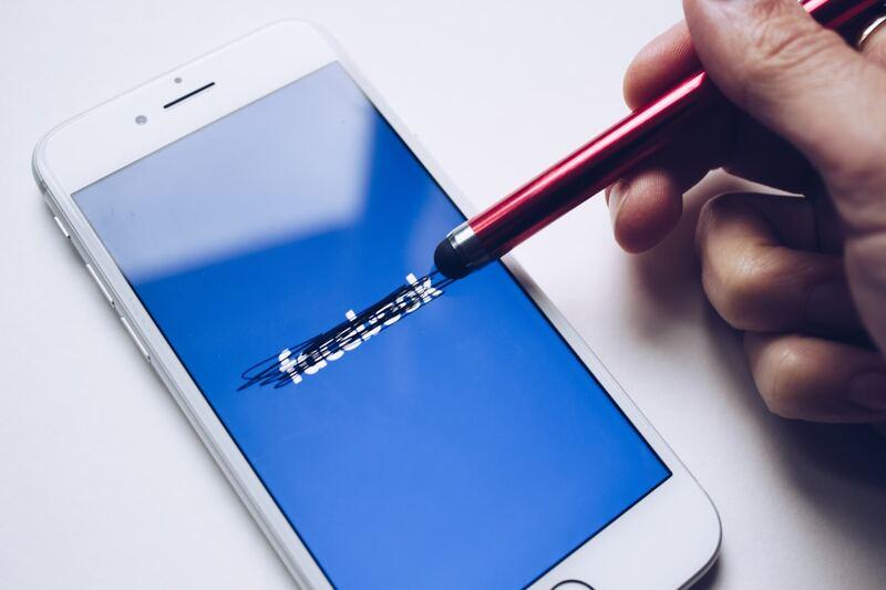 Empleados de Facebook critican a su compañía por la ineficiencia para tratar el racismo