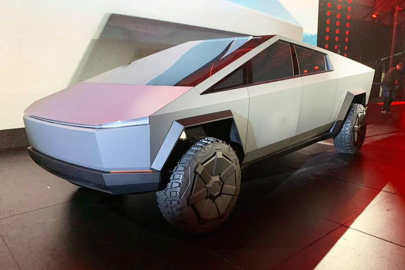 Elon Musk anuncia que la camioneta Cybertruck podrá moverse lateralmente