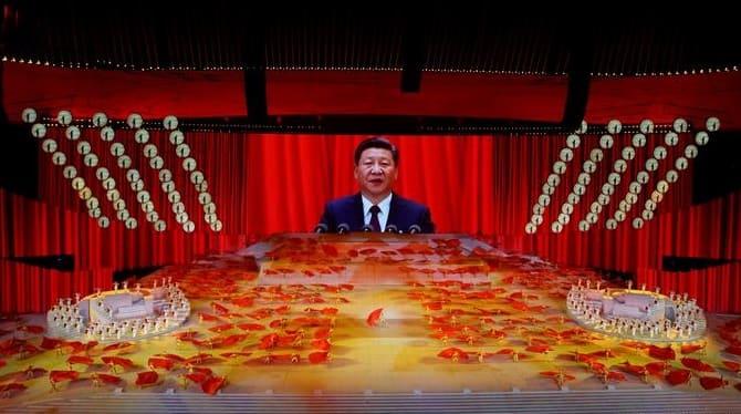 """Xi Jinping declara que el auge de China es """"irreversible"""" en una exhibición de su poder bélico"""