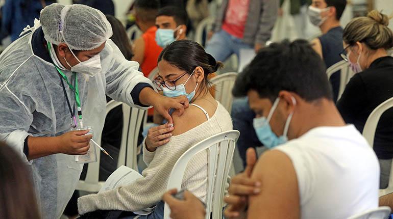 Contagios por Covid disminuyen en Bolivia y se aplicaron 3.182.245 vacunas