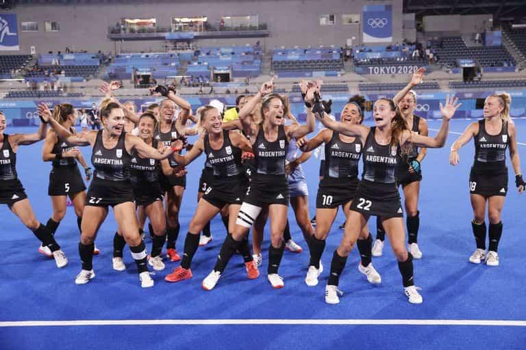 El festejo de las leonas argentinas finalistas de Tokio