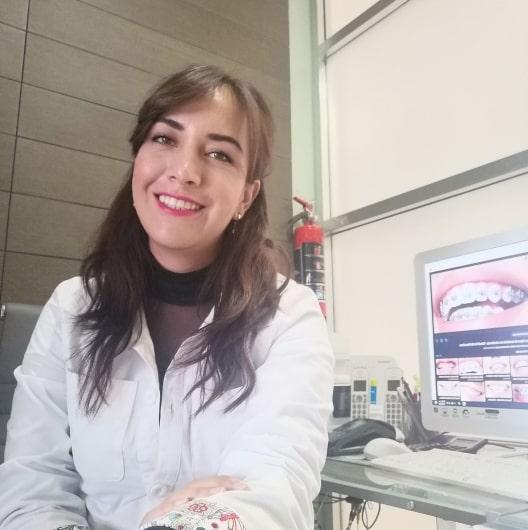 Implantología dental: Implantes de titanio y coronas de zirconio