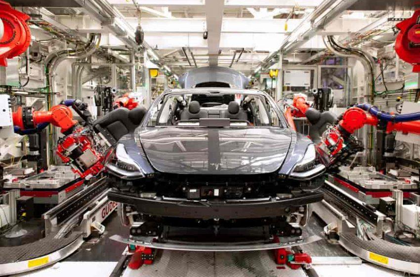 La increíble fábrica robótica que construye los Tesla en China