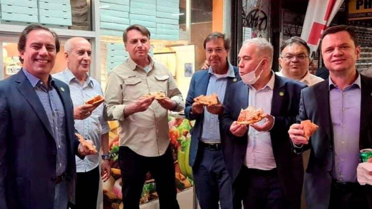 Bolsonaro comió pizza en la calle de Nueva York porque no está vacunado contra el Covid