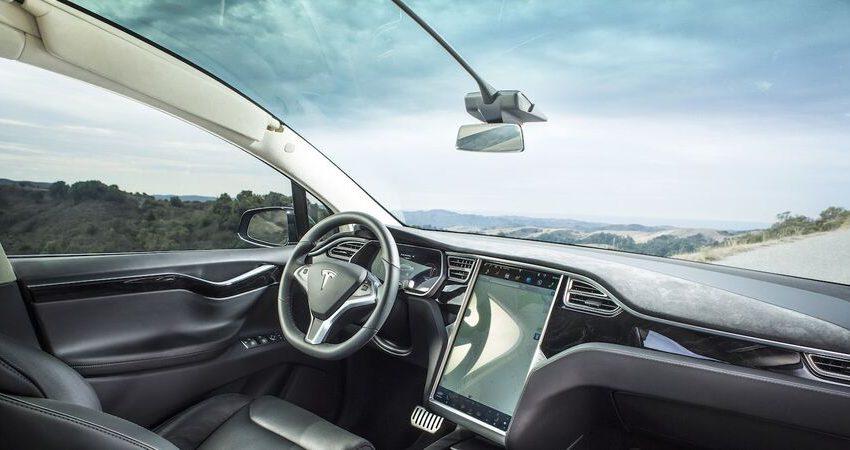 Tesla patenta un sistema de limpiaparabrisas con rayos láser
