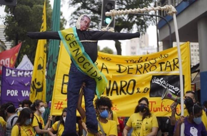 Varias ciudades de Brasil salen en protesta contra Bolsonaro